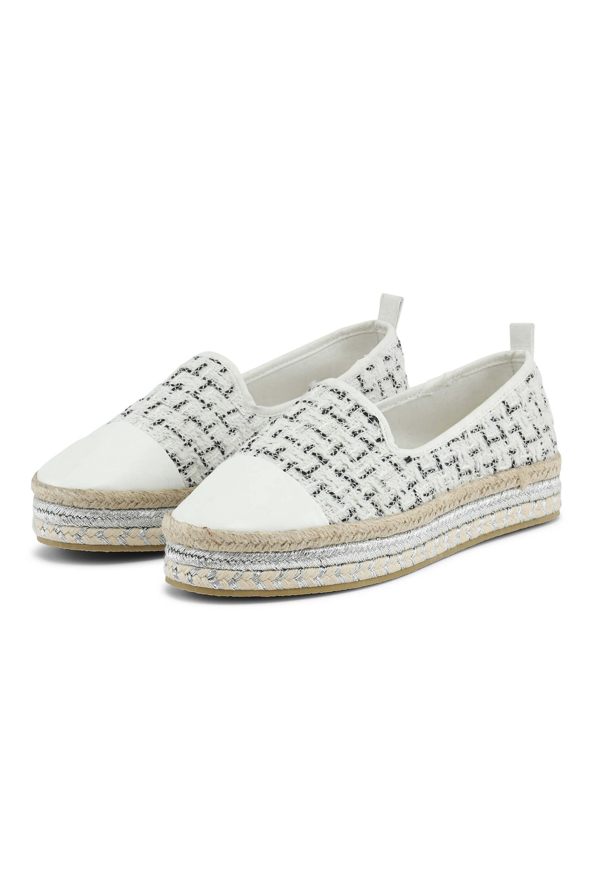 White quiltet espadrillos with silver details