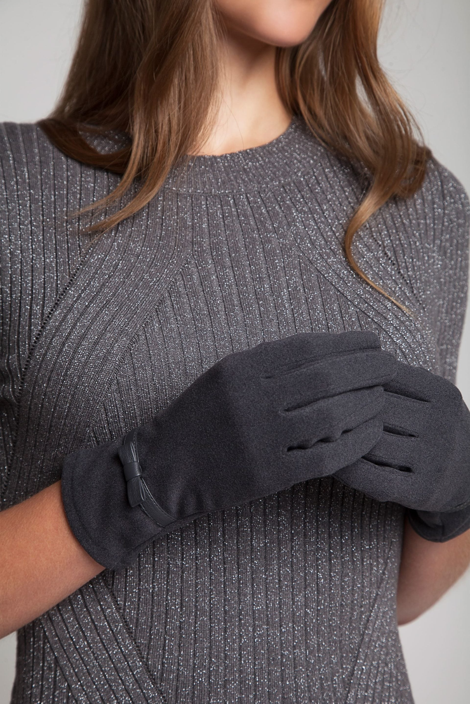 Grey soft stretch gloves with bow