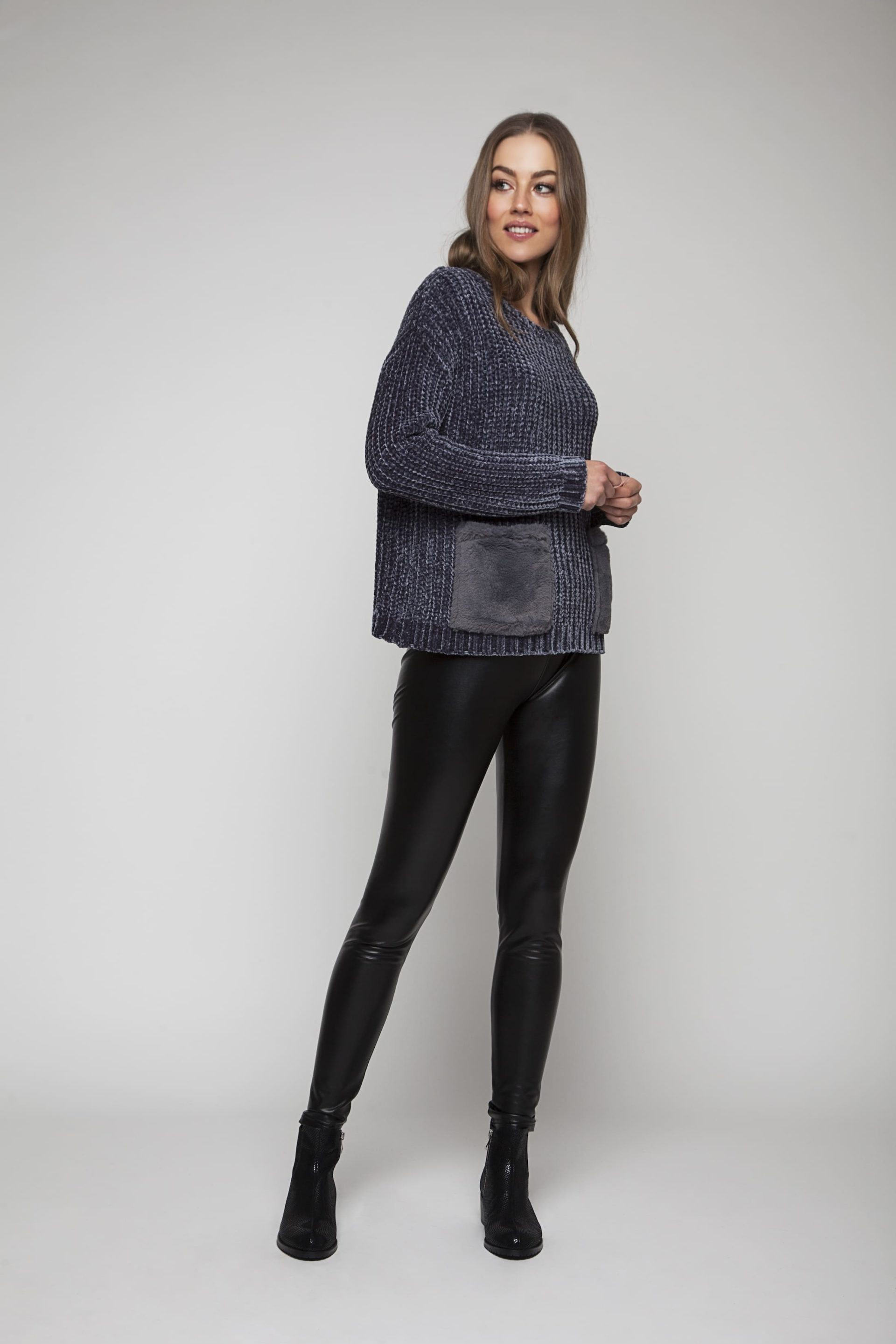 Sweater with grey faux fur