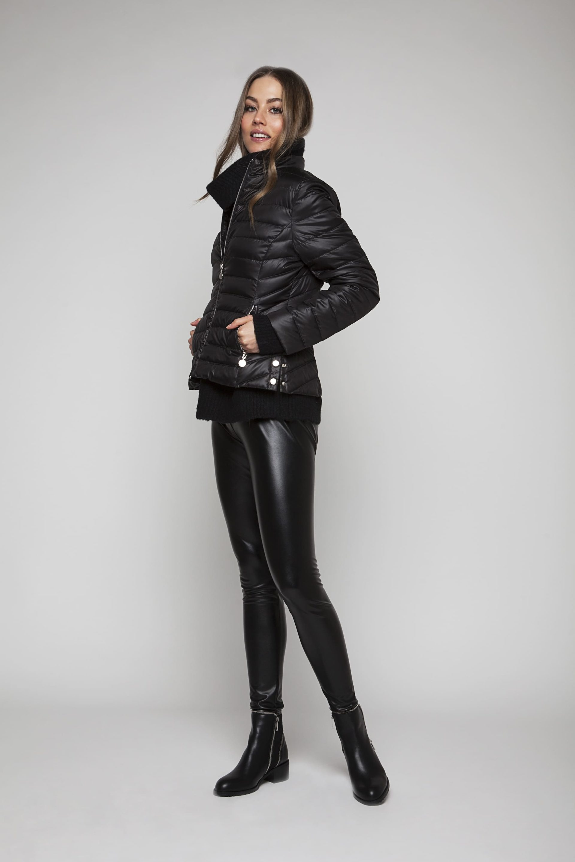 Short down jacket with silver-coloured details